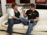 Vidéo porno mobile : Il en baise une autre sous les yeux de sa femme